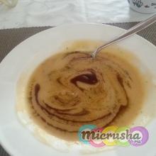 Крем-суп с бататом и маслом тыквенных семечек