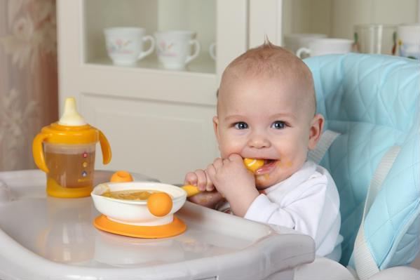 Каши для первого прикорма: со скольки месяцев можно давать кашу ребенку