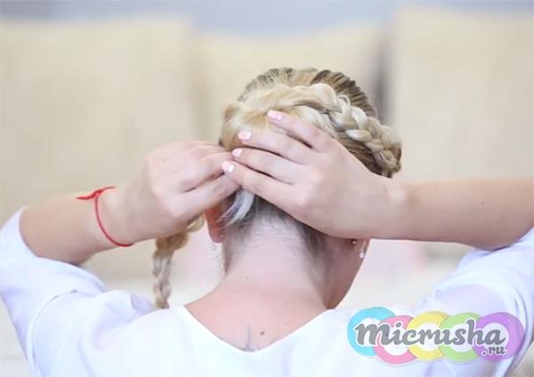 летняя прическа с косами