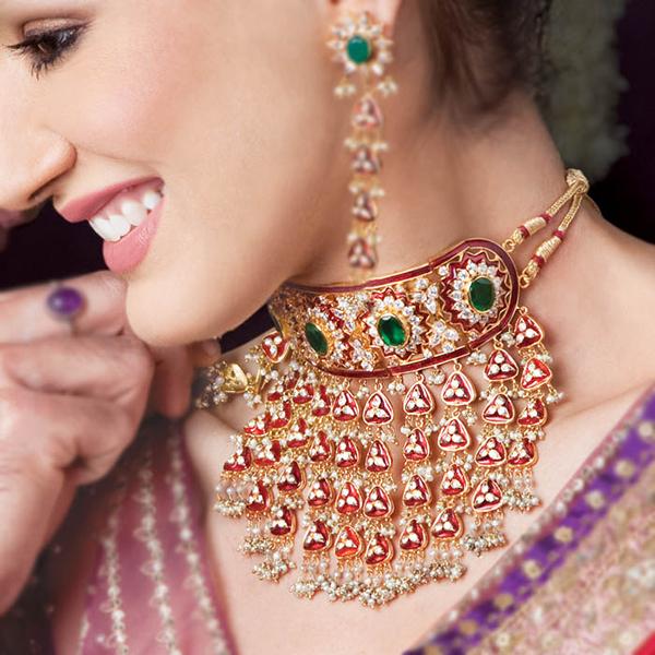 украшения с камнями в Индии
