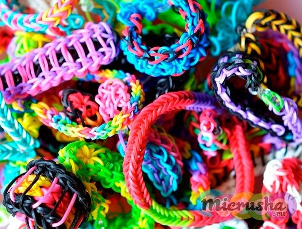Разноцветные браслеты из резиночек