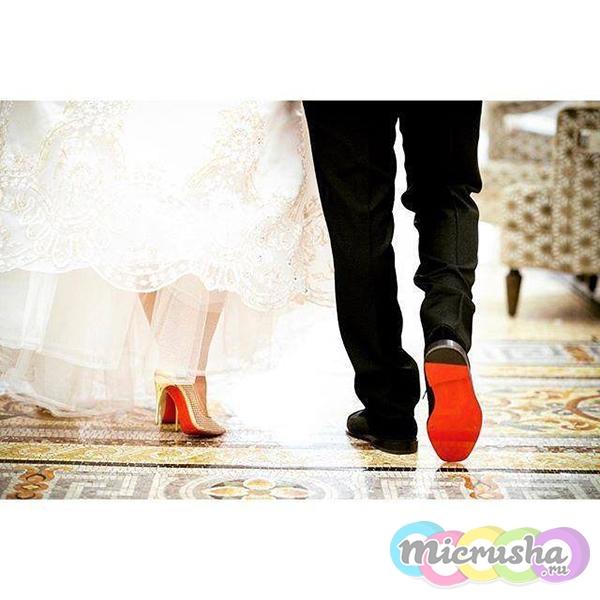 туфли Louboutin с красной подошвой
