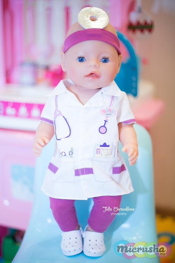 Беби Борн в одежде врача
