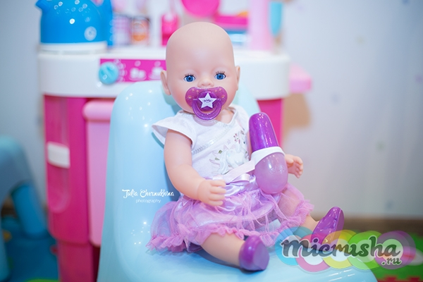 Baby Born с бутылочкой