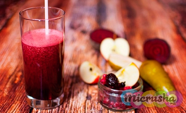 Детокс-напиток из красной смородины, груши, яблока и вареной свеклы