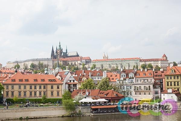 Вид с Карлового моста на Пражский град