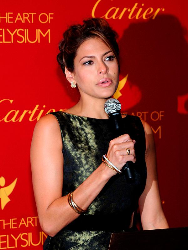 Ева Мендес в кольце Cartier