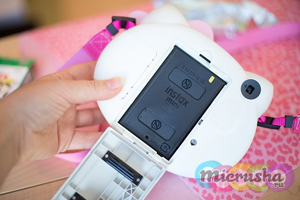 как сменить кассету в детский фотоаппарат Fujifilm Instax Mini Hello Kitty