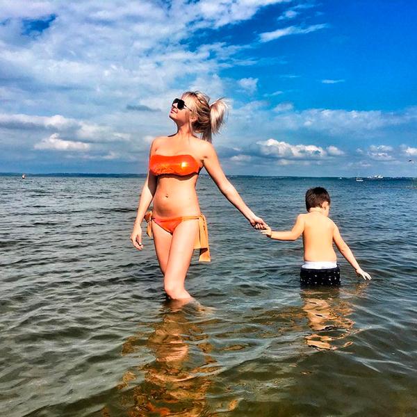 Даша Пынзарь на пляже