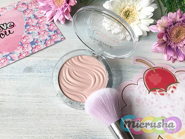 Essence Strobing Highlighter Тон 10 Let It Glow