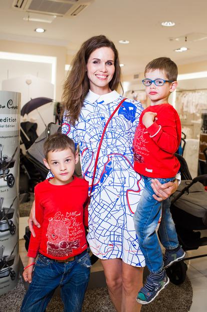 Наталья Лесниковская с сыновьями