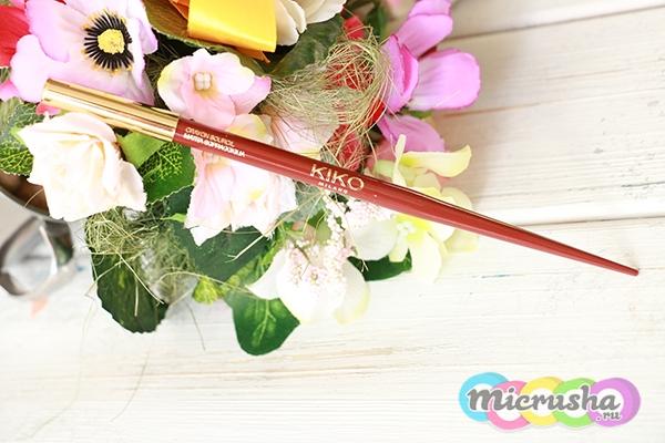 Красный карандаш для бровей Asian Touch Eyebrow Pencil