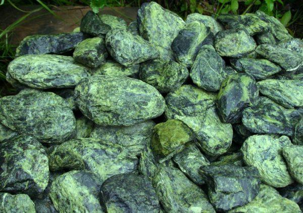 россыпь камень змеевик