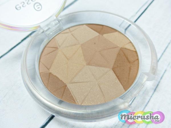 Essence mosaic compact powder