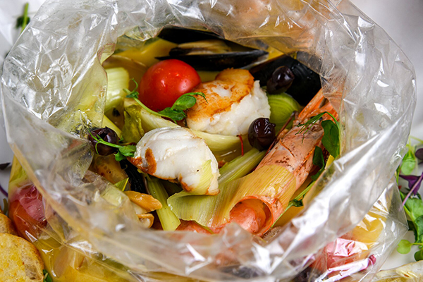 филе морского черта с морепродуктами