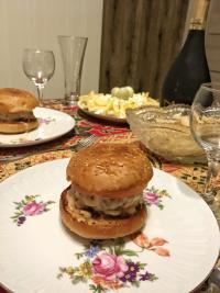 Кто сказал, что бургер не может быть новогодним?))