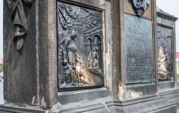 Прага, Карлов Мост, собака, исполняющая желания