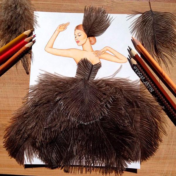 Длинное платье с перьями