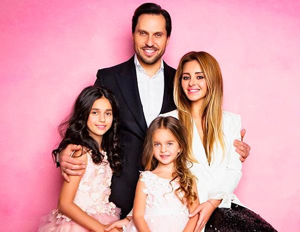 Александр Ревва с семьей