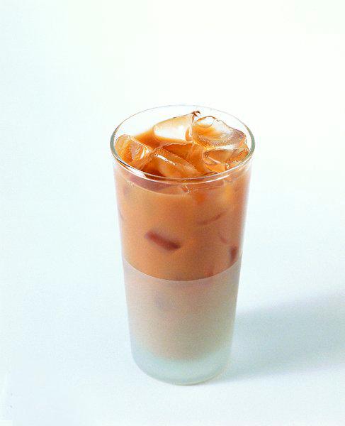 кофейный напиток Эштона Кутчера
