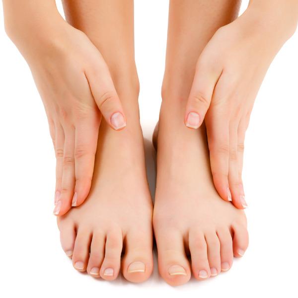 Почему отекают ноги у женщин и мужчин: причины и лечение, что делать?