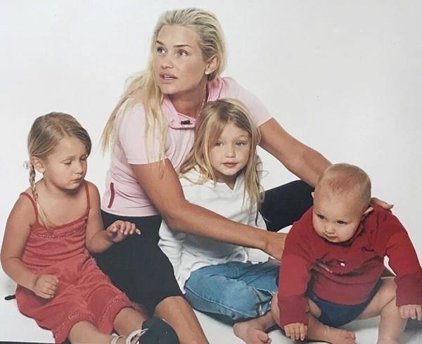 Иоланда Хадид с детьми