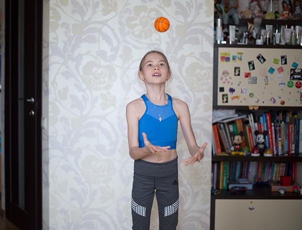 Упражнения на ловкость с мячом