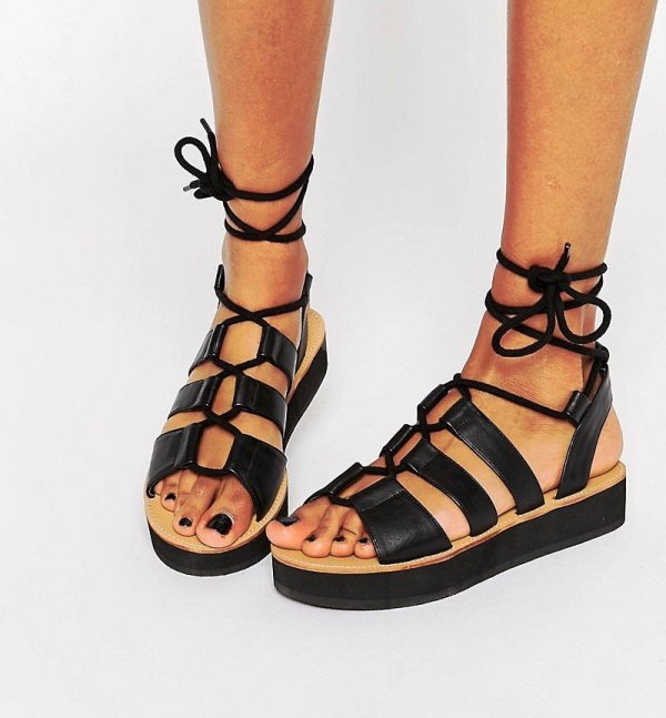 сандалии в гладиаторском стиле