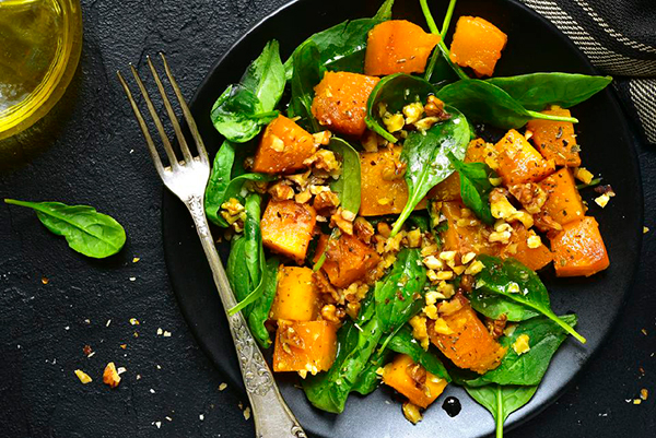 Овощной салат с жареной тыквой